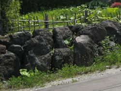 岩のようなものがごろごろ